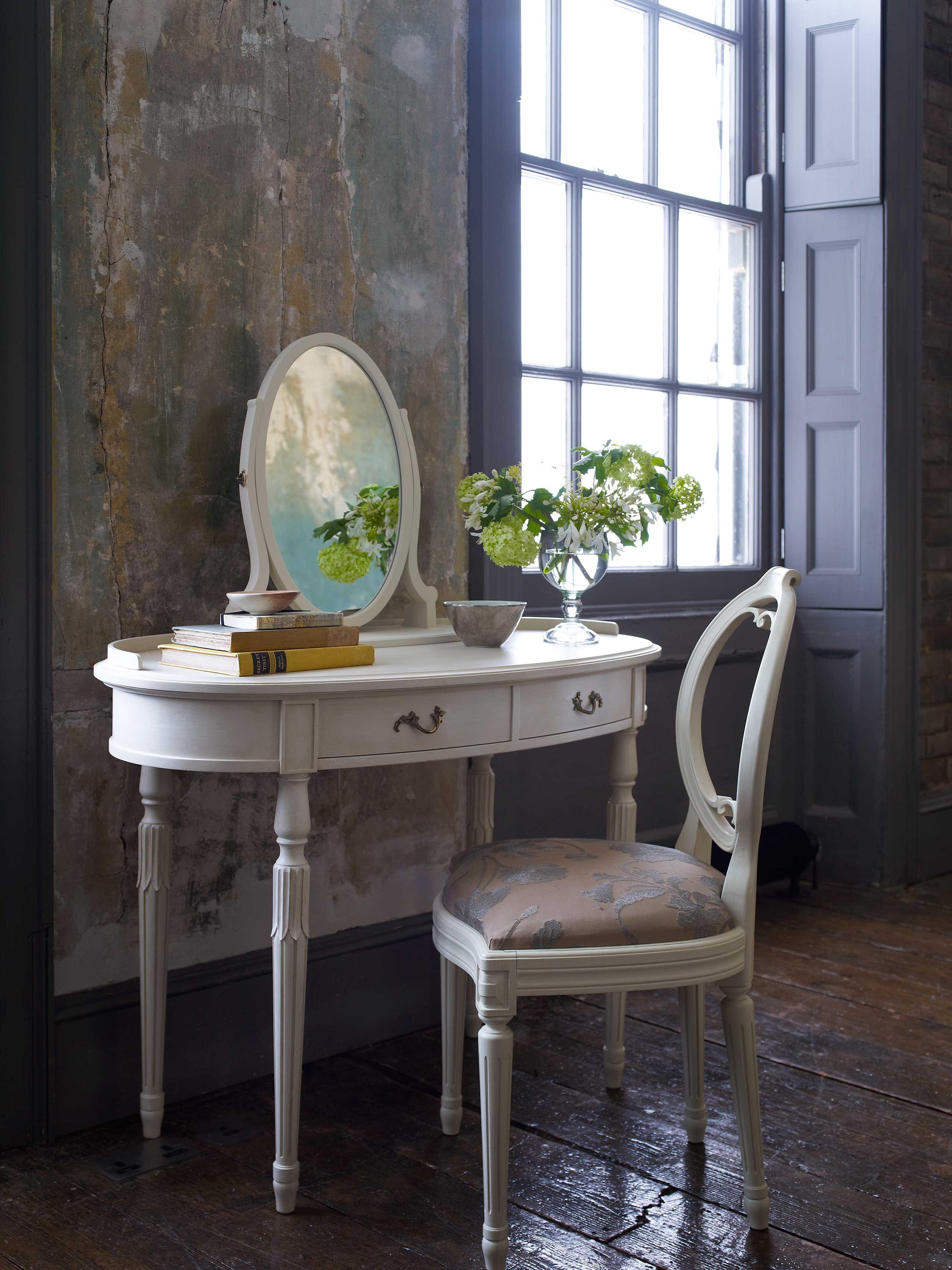 Anton Oval Dressing Table 613 Leporello