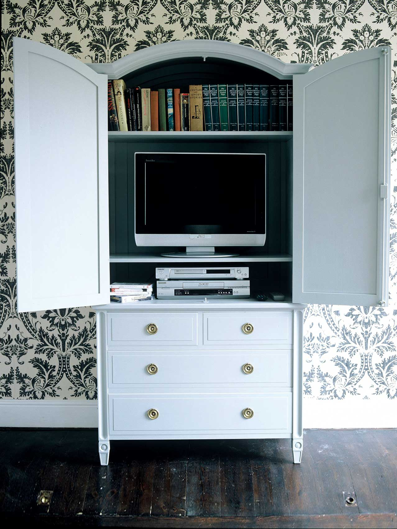 Karelian Linen Press for TV