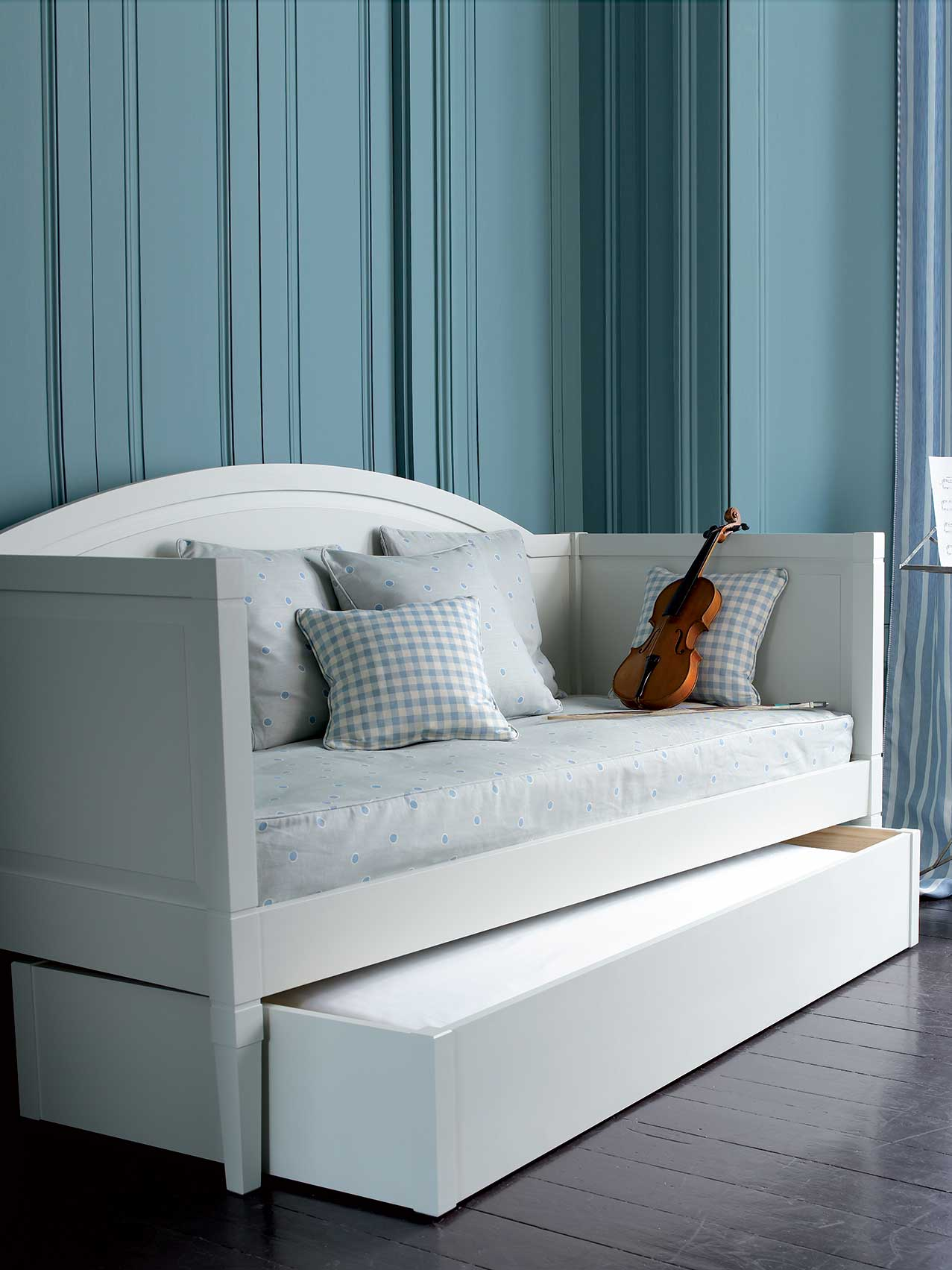 Contemporary Day Bed C304 Leporello